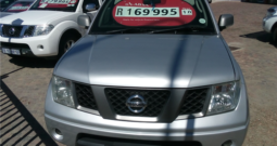 2010 Nissan Navara 2.5 dCi 4×2 D/Cab A/T available in Strand Helderberg Western Cape